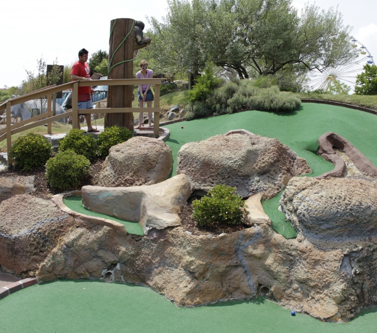 Jolly-Roger-Amusement-Park-Mini-Golf-01.png